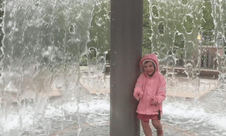 Parco Playmobil Norimberga fon tana e bambina che ride