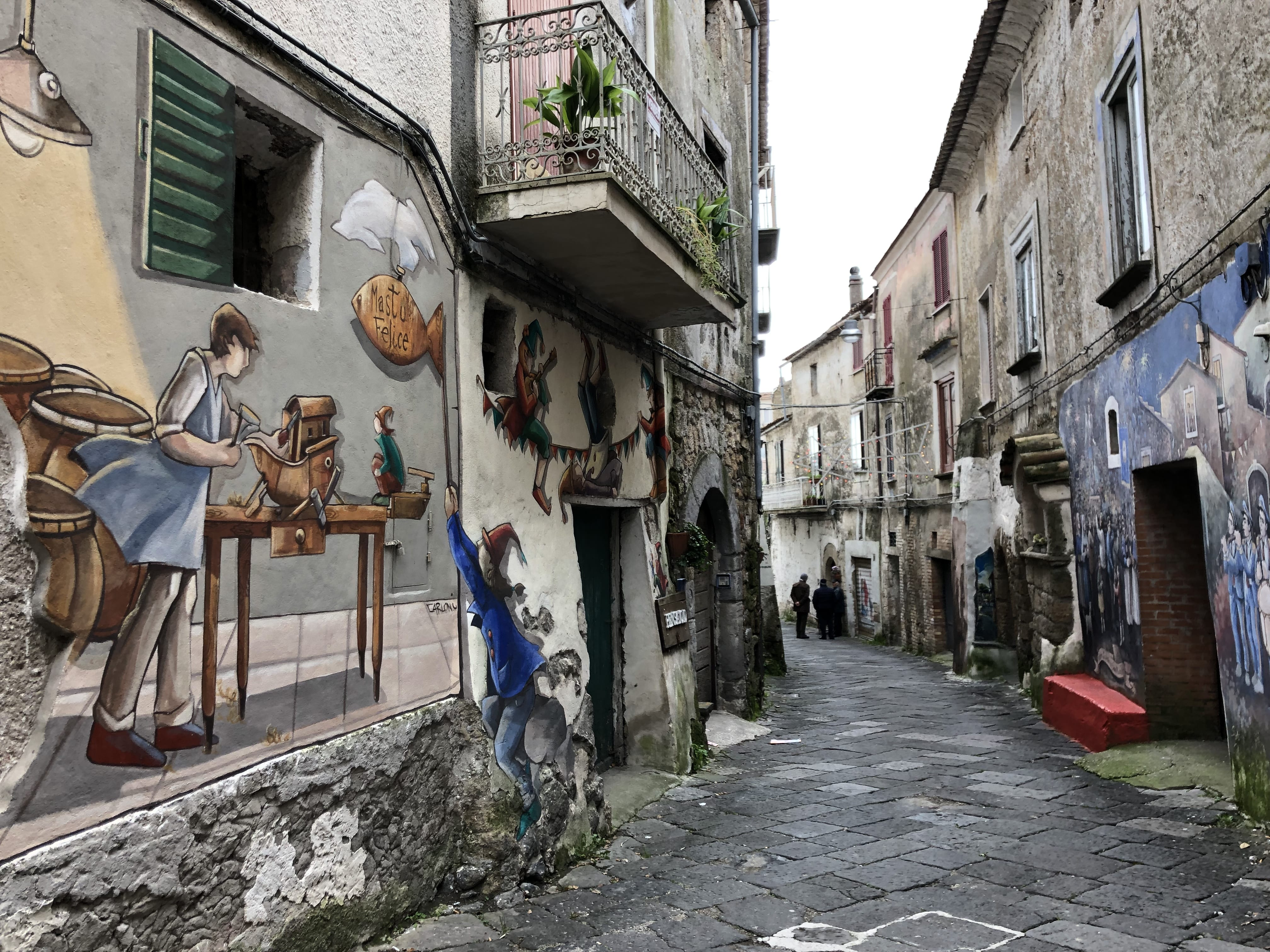 best loved cff61 8cd3b Valogno, il paese dei murales e della fantasia ...