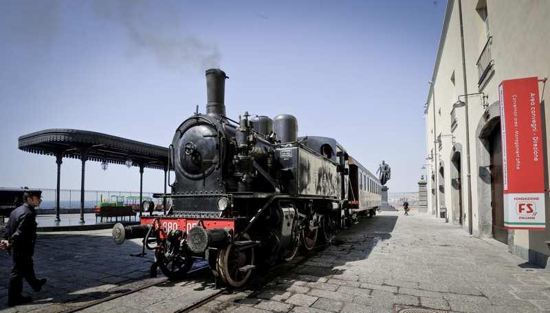 Napoli per mabini treno storico Pietrarsa
