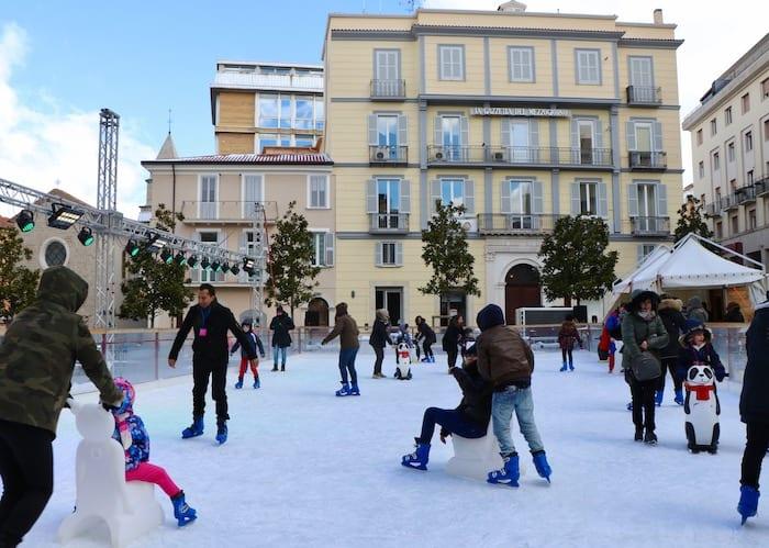 Potenza bambini pattinare sul ghiaccio
