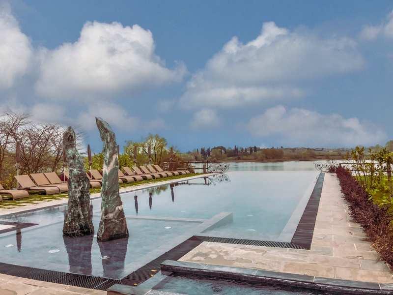 Ali Frassino piscina