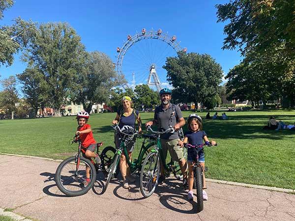 famiglia in bici a Vienna