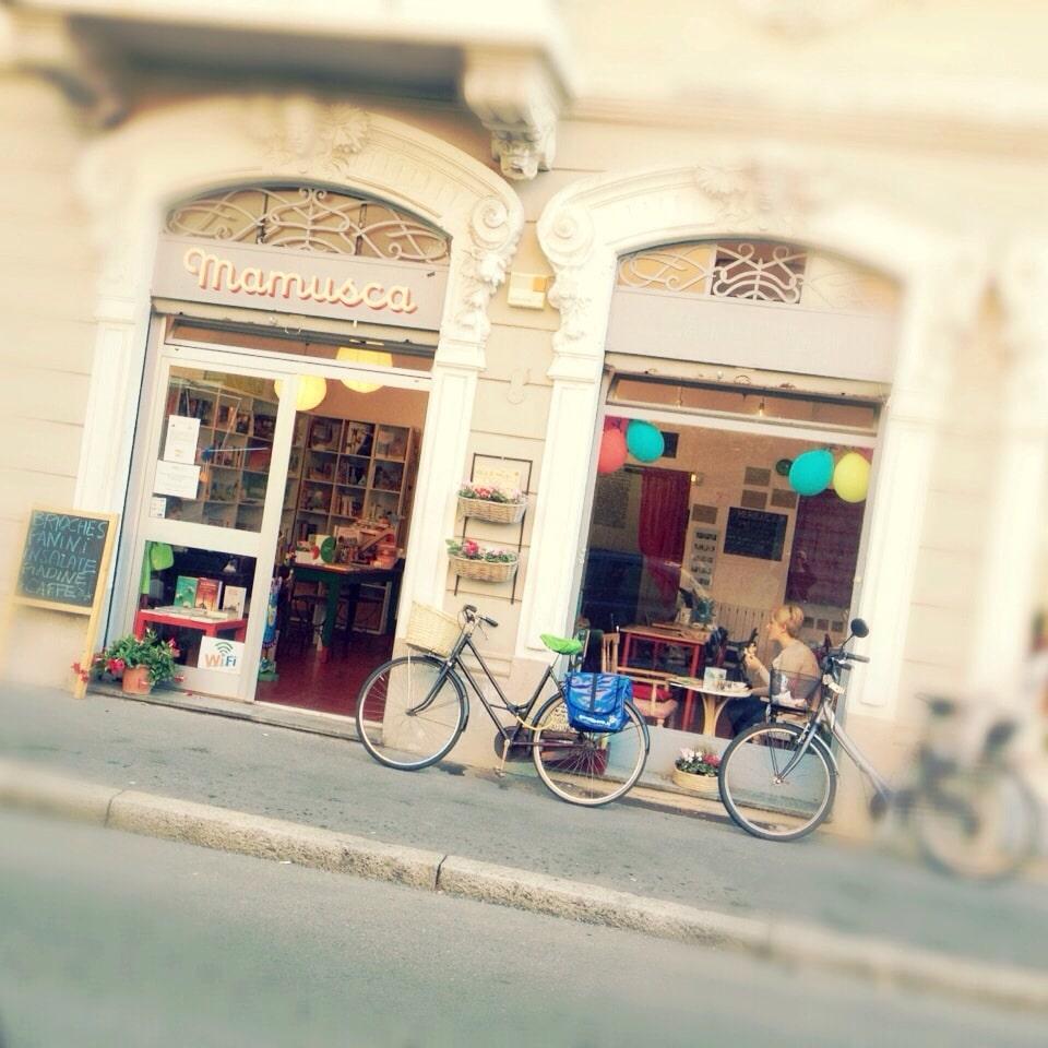 Mamusca Milano bar libreria