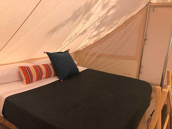campeggio tenda interno romantico