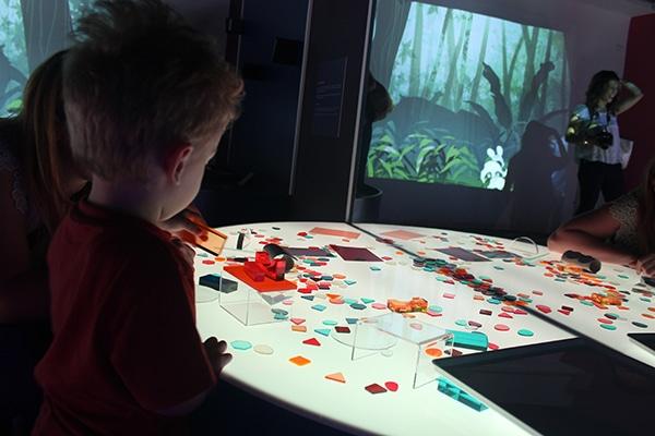 Verona museo per i bambini tavolo luminoso