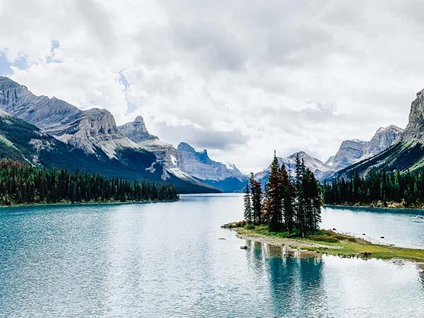 maligne lake spirit island