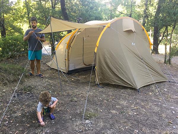 campeggio con bambino piccolo tenda