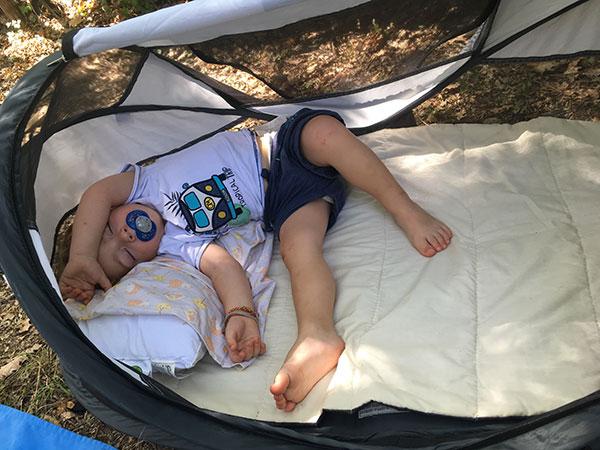campeggio con bambino piccolo