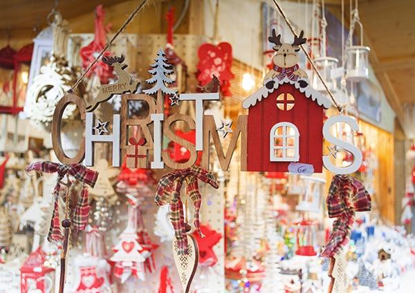 Scritta in legno Christmass luci e addobbi natale
