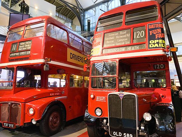 autobus rossi londra nel museo dei trasporti