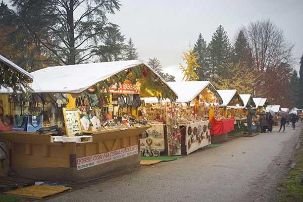casette legno mercatino natale di Levico