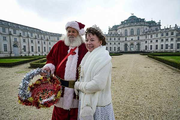 Torino babbo natale e regina elisabetta