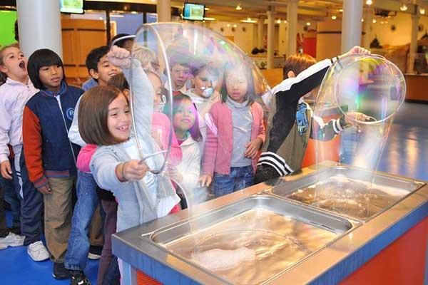 bambini bolle sapone