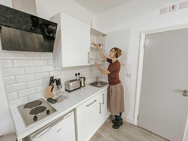 donna in cucin