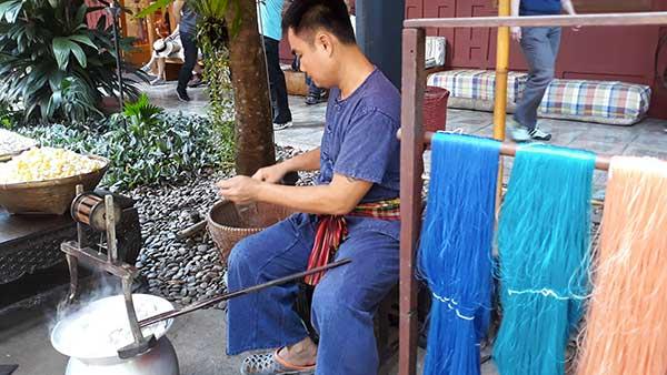 Bangkok dimostrazione baco da seta