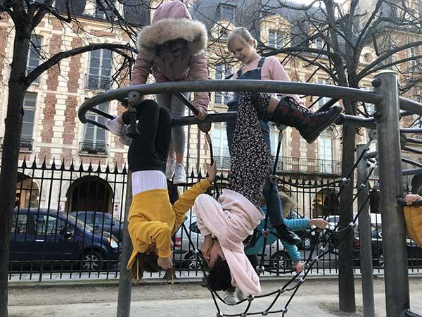 Parigi Place des Vosges parco giochi bambini