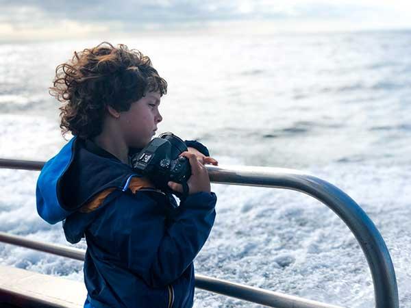 bambino macchina fotografica mare