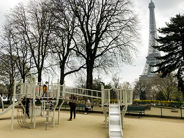 Parigi parco giochi bambini Tour Eiffel