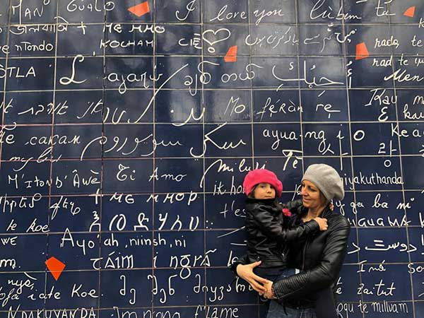 muro ti amo parigi mamma e figlia