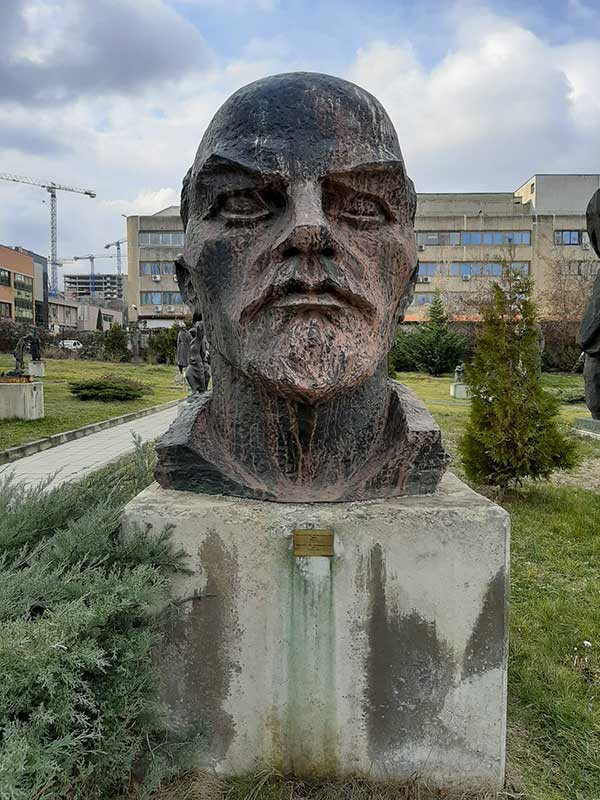 statue museo socialista sofia