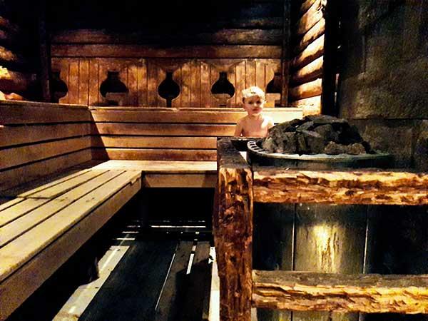 bambino nella sauna