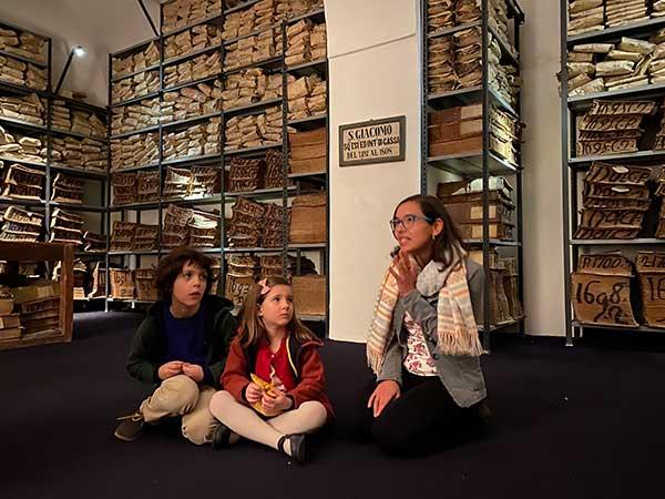 archivio storico Banco di Napol visita guidata con i bambini