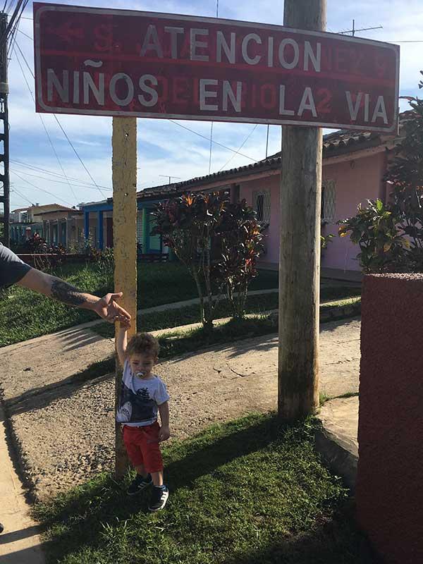 cartello cuba bambino