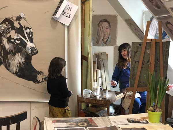bambina con pittore