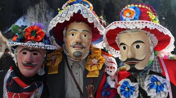 maschere lignee tipiche del carnevale ladino