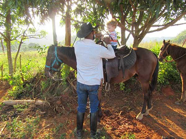 bimbo a cavallo