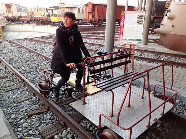carrello a pedali treni