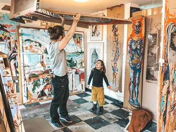 59 rue rivoli bambina con pittore
