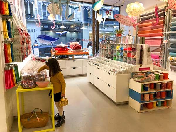 Bambina negozio