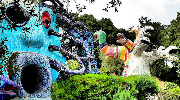 sculture stile dalì parco dei Tarocchi