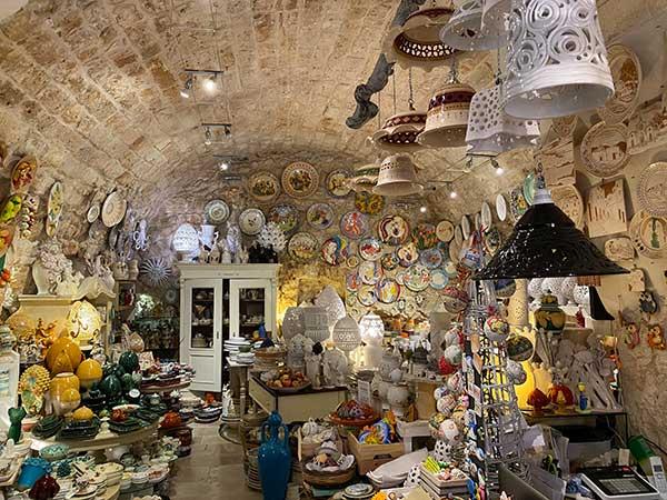negozio ceramica ostuni