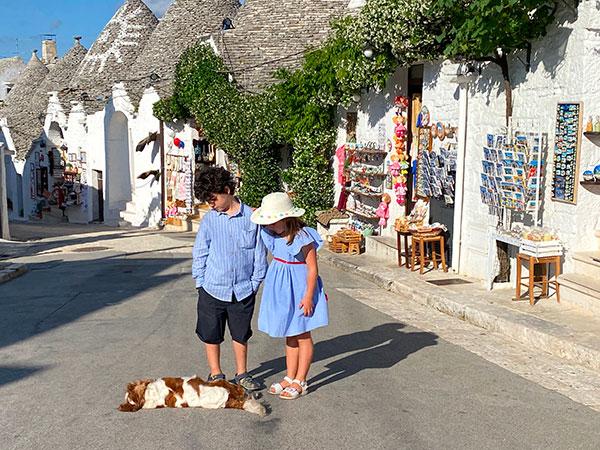 bambini cane trulli