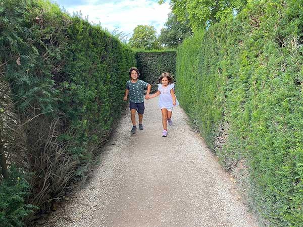 bambini nel labirinto di Schonbrunn