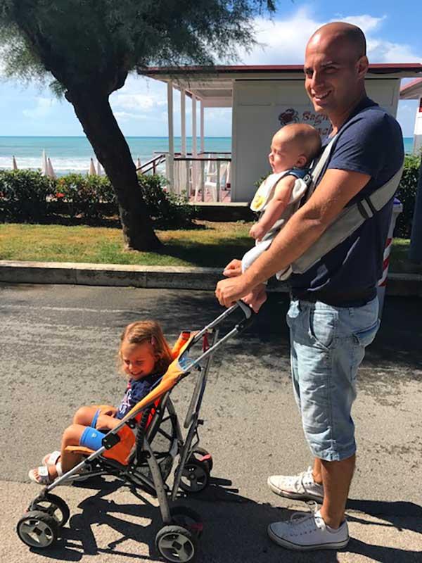 papà con bambini a Castiglione della Pescaia