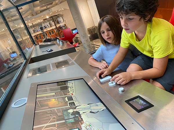 bambini nel museo della tecnica di Vienna