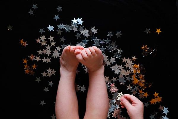 piedi bimbi con stelle argenate