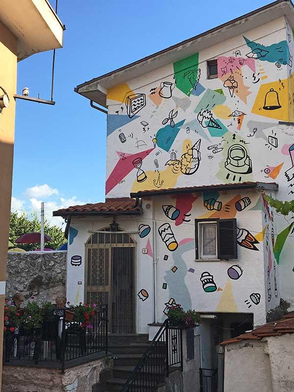 aielli street art casa colorata