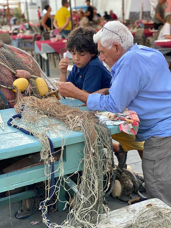 pescatore procida con bambino