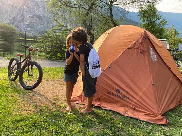 bambini campeggio