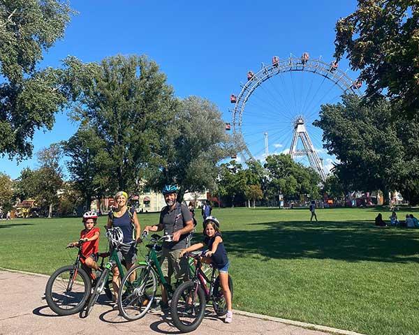 Vienna famiglia in bici